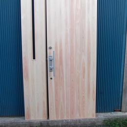 親子玄関ドア(縁子板張)