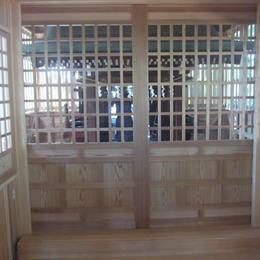 腰付き格子戸(神社拝殿)